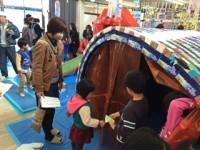 牛乳パック1250本で作ったクジラです。