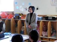群馬パース大学福祉専門学校の田子文子先生です。初めての来園なのに、よいところに着目してたくさんほめてくださいました。このお姿、見習わなくては!