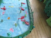 釣りの池。周りにも並びやすく空間があり、お客さんの気持ちを考えた配置がされています。