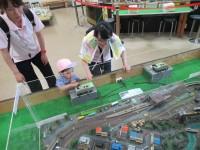 ぼくは2歳。でも、鉄道模型はたまりません!