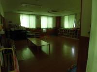 カーテンのある1Fの部屋はすぐに閉めて奥の小部屋に隠れます。